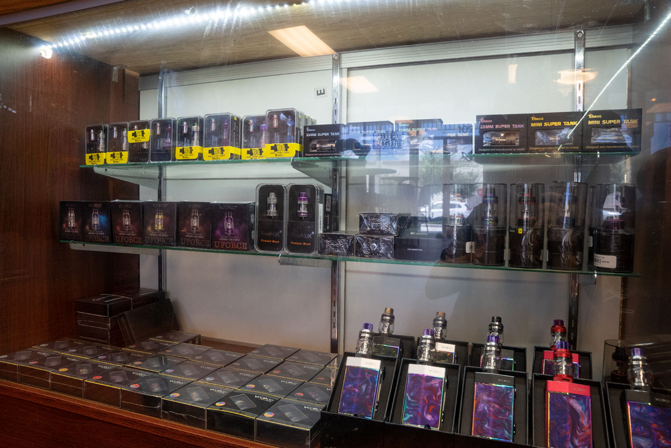 tanks-vape-equipment-dripped-out-vapers-vape-shop